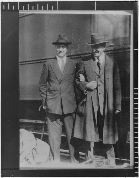 Franklin D. Roosevelt arm in arm with Henry Morgenthau Jr. U.S. National Archives and Records Administration [Public domain], via Wikimedia Commons